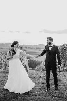 Hochzeitsfotos von Silke & Daniel am Weingut Holler in der Südsteiermark by Sarina Dobernig Lieblingsbild Fotografie  Location: Weingut Holler  Make-Up und Frisur: Kerstin Hofer Brautkleid: Brautgeflüster Kleidanpassung: Tapferes Schneiderlein Anzug: Gertspezial Torte: Pohorska Kavarna  #hochzeit #wedding #hochzeitsfotos #hochzeitsbilder #weddingphotography #realwedding Location, Up, Wedding Dresses, Fashion, Romantic Wedding Photos, Wedding Vows, Newlyweds, Hairstyle, Bridle Dress