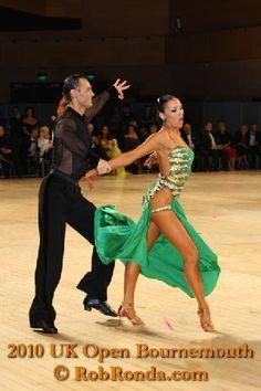 Slavik Kryklyvyy & Anna Melnikova - UK Open 2010 Photos: http://www.danceplaza.com/index.tpl?style=foto=overview=Rob_Ronda/2010_UK_Dance_Championships/Prof_Latin=4458=4 Video: http://www.youtube.com/watch?v=cgAGLcpJXo8