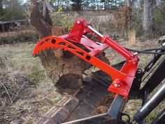 Homemade tractor grapple constructed from steel plate, steel pins, tubing, and a hydraulic cylinder. John Deere Attachments, Compact Tractor Attachments, Skid Steer Attachments, Tractor Plow, Tractor Loader, Small Tractors, Compact Tractors, Homemade Tractor, Tractor Accessories