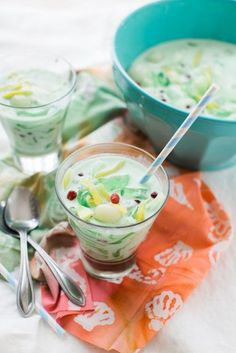 Che Thai Vietnamese Dessert DrinkYou can find Vietnamese dessert and more on our website. Easy Vietnamese Recipes, Vietnamese Dessert, Vietnamese Cuisine, Thai Recipes, Asian Recipes, Cooking Recipes, Vegetarian Recipes, Thai Dessert, Japanese Recipes