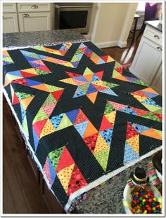 Colchas Quilting, Scrappy Quilt Patterns, Jellyroll Quilts, Scrappy Quilts, Easy Quilts, Weaving Patterns, Quilting Ideas, Machine Quilting, Star Quilt Blocks