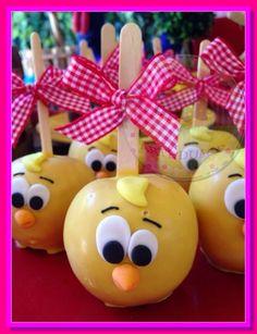 Veja 80 Modelos de festa da galinha pintadinha e saiba quais são as opções de decoração para esse tema de festa, se inspire e faça uma festa maravilhosa. Farm Animal Party, Farm Animal Birthday, Leo Birthday, Birthday Candy, Farm Party, 2nd Birthday Parties, Gourmet Candy Apples, Ideas Para Fiestas, Baby Shower Cakes