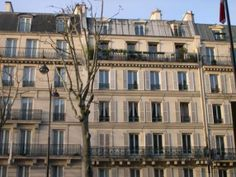 Beautiful apartment building in the heart of Paris ♥