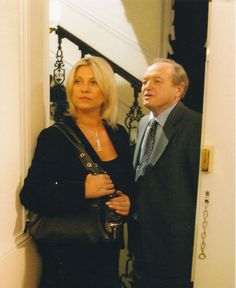 JAMES BOLAM & AMANDA REDMAN UNSIGNED PHOTO - A3545 - NEW TRICKS Family Life, My Family, James Bolam, Amanda Redman, Death In Paradise, New Tricks, British, Boards, It Cast