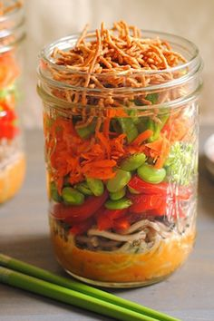 9 Mason Jar Salad Recipes for Healthy Lunch Ideas Mason Jar Lunch, Mason Jar Meals, Meals In A Jar, Mason Jars, Healthy Meal Prep, Healthy Snacks, Healthy Eating, Healthy Recipes, Clean Eating