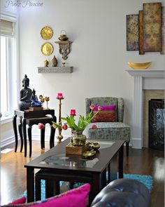 Indian inspired decor Indian home decor coffee table styling spring decor tulips decor brass artifacts living room decor Indian decor beautiful homes Indian Room Decor, Ethnic Home Decor, Asian Home Decor, Indian Decoration, Indian Bedroom, Home Decor Bedroom, Living Room Decor, Decor Room, Corner Table Living Room