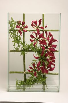Straight lines and curves, red and green gives this amazing bouquet so much punch. Creative Flower Arrangements, Ikebana Arrangements, Floral Arrangements, Exotic Flowers, Amazing Flowers, Flower Show, Flower Art, Underwater Flowers, Transparent Flowers