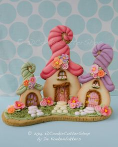 SIZE: This Fairy House Cutter is available in three sizes: - small: 9 cm. (high) - medium: 12 cm (high) - large: 16 cm (high) (1 cm. = 0,4 inch) MATERIAL Our cookie cutters are made from food save PLA plastic and printed with a 3D printer. PLA (polylactide) is a biodegradable and environmentally friendly plastic derived from natural resources such as corn starch, tapioca roots or sugarcane. Our cutters can be used for cookies, fondant, clay etc. Most cookie cutters will be printed in b...