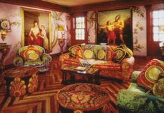 Gianni Versace was all about lavish opulence. The magnificient Italian villa in Miami's South Beach that he created is a feast for the eyes. Gianni Versace House, Gianni And Donatella Versace, Versace Mansion, Versace Miami, Versace Home, South Beach, Miami Beach, Casa Casuarina, Miami Houses
