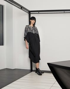 See the complete Chalayan Pre-Fall 2017 collection.