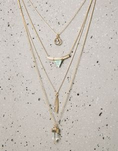 Triangle stone and feather necklaces - Jewellery - Bershka Serbia Women Accessories, Jewelry Accessories, Fashion Accessories, Fashion Jewelry, Women Jewelry, Feather Necklaces, Jewelry Necklaces, Accesorios Casual, Geometric Necklace