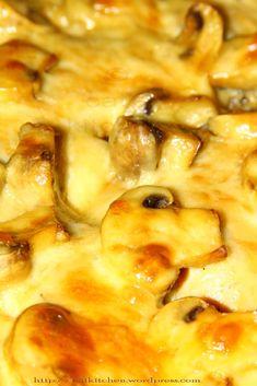 Pulpe dezosate la cuptor cu ciupercute si cascaval Instant Pot Dinner Recipes, Easy Dinner Recipes, Easy Meals, Good Food, Yummy Food, Romanian Food, Cooking Recipes, Healthy Recipes, Mushroom Recipes