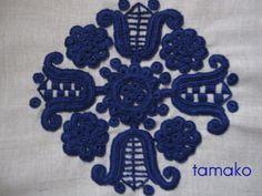 イーラーショシュ青完成 Hungarian Embroidery, Learn Embroidery, Embroidery Patterns, Chain Stitch, Needlework, Kids Rugs, Lace, Dress Shirt, Needlepoint Patterns