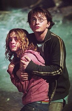 'Harry Potter and the Prisoner of Azkaban' Daniel Radcliffe and Hermione Granger. Harry James Potter, Harry Potter World, Harry Potter Hermione Granger, Images Harry Potter, Mundo Harry Potter, Harry Potter Films, Harry Potter Universal, Harmony Harry Potter, Hogwarts