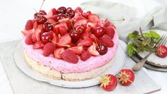 Foto: Tone Rieber-Mohn / NRK No Bake Desserts, Dessert Recipes, Norwegian Food, Some Recipe, No Bake Cake, Cupcake Cakes, Cupcakes, Healthy Snacks, Nom Nom
