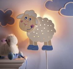 """Schlummerlicht """"Schaf"""" - Das niedliche Traumschaf wacht darüber, dass kleine Schlafmützen ganz sanft ins Land der Träume gelangen. (Artikelnummer 7742)"""