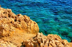 Contraste mar y roca