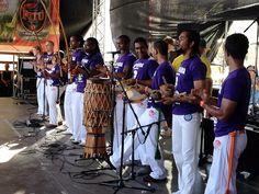 Für die Musik sorgten Trommler auf der Bühne.