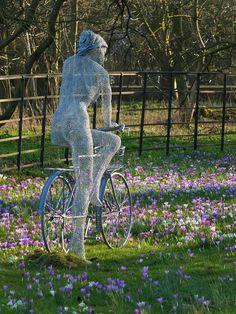 Chicken wire sculpture by Derek Kinzett.