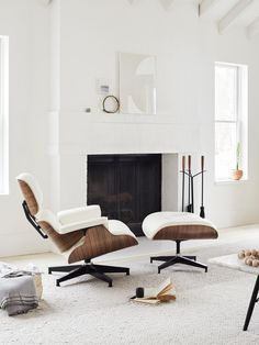 Eames® Lounge Chair and Ottoman - Herman Miller chair living room Eames® Lounge Chair and Ottoman Office Lounge, Hotel Lounge, Beach Lounge, Small Lounge, Lounge Design, Lounge Decor, Design Design, Design Trends, Plywood Furniture