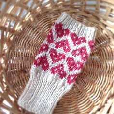 Ravelry: Heart Cookie Mitts pattern by Mary Jane Mucklestone