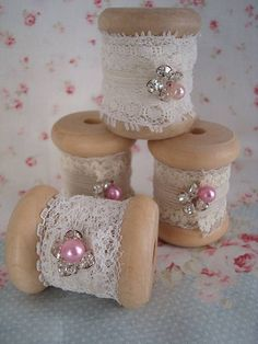Tami Kenner 2019 vintage spools of lace The post Tami Kenner 2019 appeared first on Fabric Diy. Wooden Spool Crafts, Wooden Spools, Cork Crafts, Diy And Crafts, Christmas Ornament Crafts, Christmas Sewing, Shabby Chic Crafts, Vintage Crafts, Sewing Art