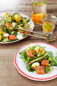 Salata cu somon, fasole pastai, oua de prepelita si germeni de mustar - Mazilique