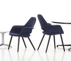 Cadeira Organic,  Charles Eames e Eero Saarinen, 1940.  A Cadeira Organic é uma clássica e atraente cadeira para uso em salas de jantar ou de estar, além disso possui um ótimo conforto, pois os braços e a área de assento amplas e longos.