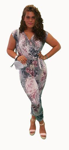 Scoor de complete outfit Hot Lady inclusief 10% korting voor maar € 82,95 compleet met jumpsuit, schoenen en tas. GRATIS VERZENDING!!