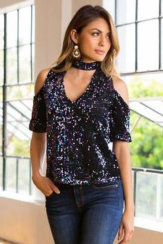 This Cold shoulder sequin choker top from Boston Proper has a sensuous cold shoulder with a touch of shimmer from iridescent sequins! Sparkle Outfit, Sequin Outfit, Sequin Shirt, Sequin Top, Stylish Dress Designs, Stylish Dresses, Fall Fashion Outfits, Chic Outfits, Venus Clothing