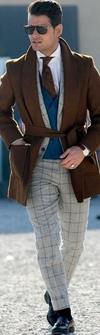 Very interesting attire with a more casual 2-piece suit, odd waistcoat and…