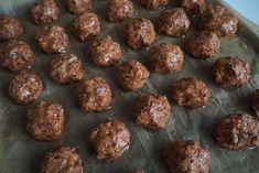 "Pitsiniekka | Vegetarian ""meatballs"" from Kidney Beans Vegetarian Meatballs, Kidney Beans, Pesto, Cooking, Ethnic Recipes, Food, Red Beans, Kitchen, Essen"