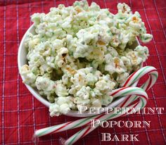 Peppermint Popcorn Bark Recipe = the perfect holiday treat! #Christmas #recipes