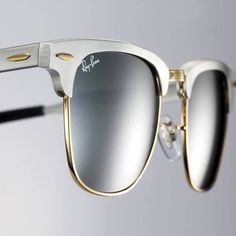 Ray Ban has a huge discount today when summer is coming.You can rush to purchase it immediately,because the goods' quantity was limited. So you don't think anything and click the picture, then choose the suitable one and buy it, thanks to the chance is so difficult to get.Just paid under $20 and you can possess it.