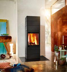 Der besonders geräumige Brennraum des Kaminofens »elements 603 Front« erlaubt eine optimale Feuersicht und das Befüllen mit bis zu 50 cm großen Holzscheiten.