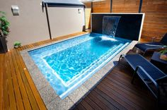 petite piscine hors sol, terrasse composite et fontaine