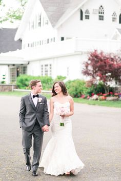 The Ryland Inn is officially now in my Top 5 Favorite Venues of All Time list!! The dreamy all-white areas full of light, floor to ceiling windows, and romantic terrain made my soul swoon! Photo by Cassi Claire #therylandinn