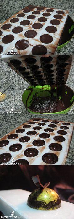 Como hacer bombones de chocolate con moldes // How to make chocolate Chocolate Navidad, Chocolate Bonbon, Chocolate Dreams, Chocolate Sweets, Chocolate Heaven, Decadent Chocolate, Chocolate Truffles, Yolanda Cakes, Macarons