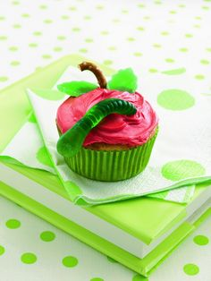 """Back to School cupcakes. Or cupcakes for A """"Very Hungry Caterpillar"""" birthday party. I know a certain little girl who would love this! School Cupcakes, Kid Cupcakes, Cupcake Cakes, Cupcake Party, Cup Cakes, Teacher Cupcakes, Hostess Cupcakes, Ladybug Cupcakes, Snowman Cupcakes"""