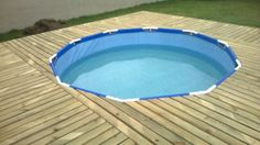 Get creative details from this DIY pallet outdoor swimming pool tutorial that leads to a rocking round swimming pool and also comes with a raised wooden
