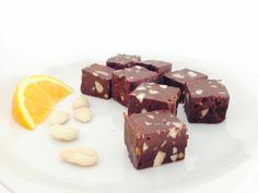 Chocoladefudge met gekonfijte sinaasappel en amandelen
