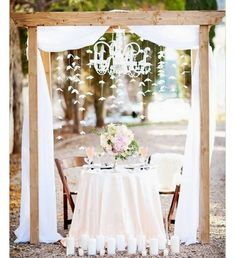 If you are looking for an Outdoor Sweetheart Table with a little rustic glam #lilnickysbarn #simple #rustic #outdoorwedding #weddings #nobleton #caledon #bolton #orangevilleontario #vaughan #woodbridge #gta #barns #narnweddings #pinterestinspired #repost