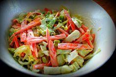 Coleslawta on tarjolla hyvin monenlaista. Usein hampparipaikoissa saa sellaista majoneesissa lilluvaa lötköä kaalisalaattia mikä ei hivele ... Finnish Recipes, Coleslaw, Cabbage, Salad, Baking, Vegetables, Food, Coleslaw Salad, Bakken