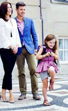 kronprinsessa:  Princess Isabella of Denmark attends her first day of school, August 13, 2013-Crown Princess Mary and Crown Prince Frederik and Princess Isabella