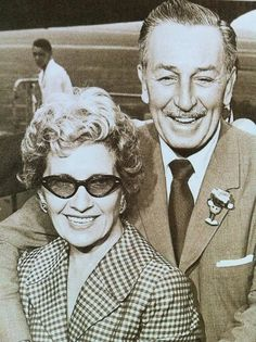 Walt y Lillian Disney Old Disney, Disney Love, Disney Mickey, Disney Pixar, Disney Stuff, Walt Disney History, Walt Disney Quotes, Walt Disney World, Lillian Disney