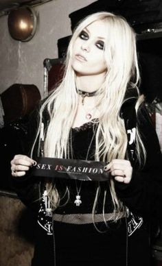 Taylor Momsen: sex is fashion??... In our current culture it sell's the couture.