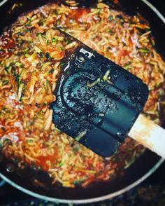 Se det här fotot av @lalitha.lauren på Instagram • zucchini pasta zucchinipasta tomatsås pastasås lowcal lowcarb shredded chicken turkey mince