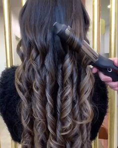types of curls with wand \ types curls . types of curls . different types of curls . types of curls with wand . types of curls with curling iron . types of curls charts . Curled Hairstyles, Easy Hairstyles, Wedding Hairstyles, Hairstyles Videos, Medium Hair Styles, Short Hair Styles, Curls For Long Hair, Long Hair Tips, Curly Hair