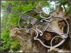 Violon en fer forgé http://www.mamamusicians.com
