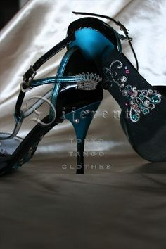 This GEM SOLE for Japanese beautiful tanguera Miss K.    from DIFERENTE-tokyo tango clothes-.